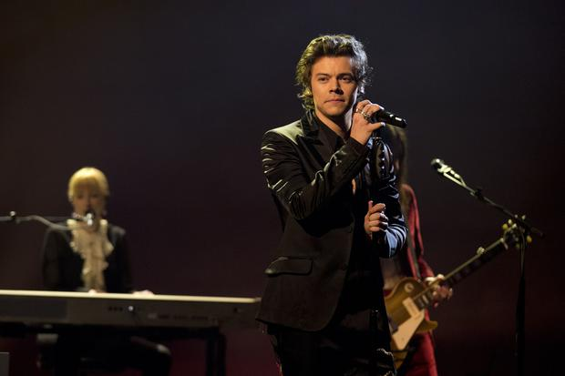 Harry styles covers one direction and kanye west during 39 first ever solo gig 39 - Harry styles stage dive ...