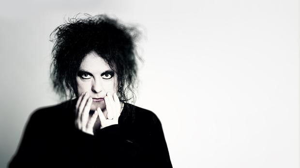 Robert Smith (Andy Vella)