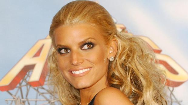 Pregnant Jessica Simpson jokingly issues warning after breaking toilet seat