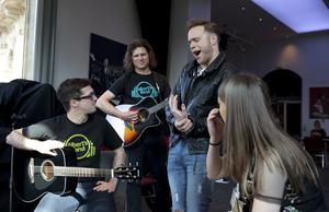 Olly Murs (centre right) at a music workshop at the Royal Albert Hall in London for the Teenage Cancer Trust annual concert series.