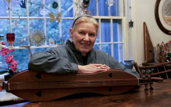 FOLK ANGEL: Jean Ritchie with her instrument in 2008. Photo: NYTNS / Redux / eyevine