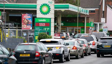 Vehicles queue up outside a BP petrol station in Alton, Hampshire, in the UK. Photo: PA