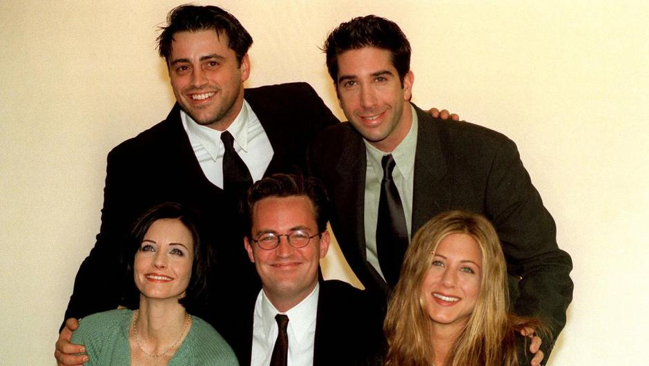 Stars of the American sitcom Friends at a photocall in London. Photo by: Neil Munns/PA