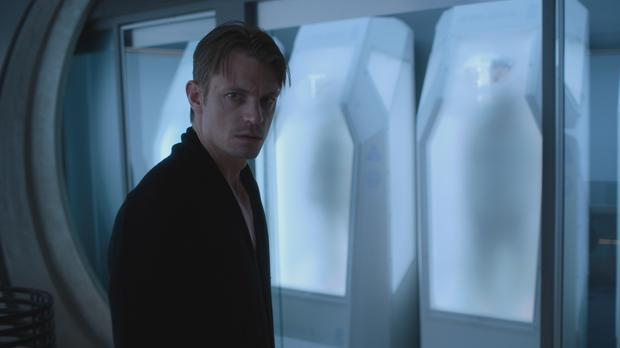 Altered Carbon's leading man Joel Kinnaman in action (Netflix)
