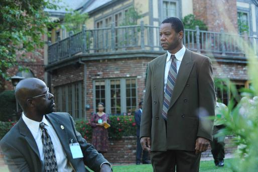 Real life: Sterling K Brown and Cuba Gooding Jr in episode 5 of 'The People v OJ Simpson' on BBC 2.