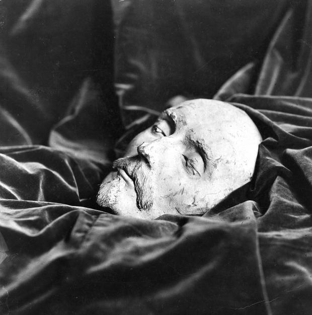 A death mask thought to be that of English dramatist William Shakespeare (1566 - 1616). Found by Dr Ludwig Becker in Mainz in 1849, the mask was linked to Shakespeare because of its 1616 date and its supposed facial resemblance to the writer. A rival theory, however, maintains that the mask is more likely to be that of English poet Ben Johnson