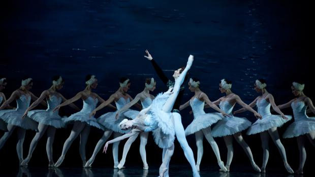 Natalia Kleymyon and Mikhailo Tkachuk in Swan Lake