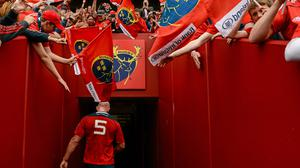 Paul O'Connell leaves the pitch after playing his final home game for Munster. Picture credit: Brendan Moran / SPORTSFILE
