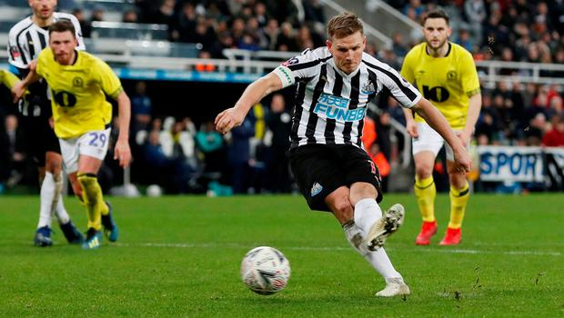 Newcastle United's Matt Ritchie scores from the penalty spot. Photo: Lee Smith/Action Images via Reuters