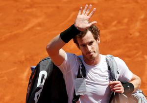 Andy Murray of Britain leaves the court after being defeated by Novak Djokovic of Serbia during their men's semi-final match at the French Open tennis tournament at the Roland Garros stadium in Paris, France, June 6, 2015.                 REUTERS/Jean-Paul Pelissier  TPX IMAGES OF THE DAY