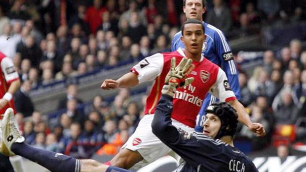 Theo Walcott scoring his first Arsenal goal against Petr Cech