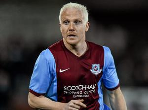 Sean Thornton's stunning late free-kick earned 10-man Drogheda United an unlikely point against Limerick at United Park.