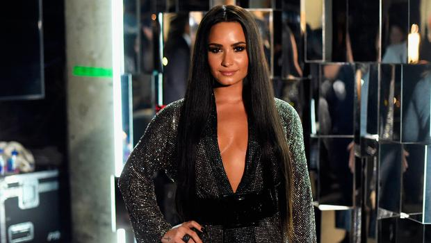 Singer Demi Lovato attends The 59th GRAMMY Awards at STAPLES Center on February 12, 2017 in Los Angeles, California.  (Photo by Frazer Harrison/Getty Images for NARAS)