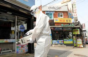 A quarantine worker sprays disinfectants at night spots of Itaewon neighbourhood. Photo: Reuters