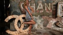 """Gisele Bundchen arrives for the  Chanel dinner celebrating the debut screening of """" N°5 The Film """"  by Baz Luhrmann in New York October 13, 2014.  AFP PHOTO / Timothy A. Clary        (Photo credit should read TIMOTHY A. CLARY/AFP/Getty Images)"""