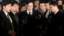 Samsung Group chief, Jay Y. Lee, leaves the Seoul Central District Court in Seoul, South Korea, February 16, 2017. Picture taken on February 16, 2017.   Shin Wong-soo/News1 via REUTERS