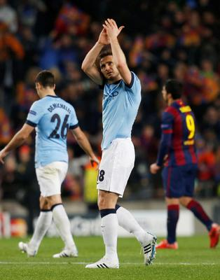 Football - FC Barcelona v Manchester City - UEFA Champions League Second Round Second Leg - The Nou Camp, Barcelona, Spain - 18/3/15 Manchester City's Frank Lampard applauds the fans at the end of the match Action Images via Reuters / Carl Recine Livepic EDITORIAL USE ONLY.