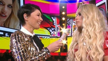 Host Emma Willis chats with Bianca Gasgoine as she prepares to enter the house