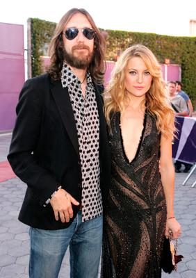 "Musician Chris Robinson and Kate Hudson arrive at the premiere of ""Skeleton Key"" at Universal Studios Cinema at Universal CityWalk on August 2, 2005 in Universal City, California. (Photo by Kevin Winter/Getty Images)"