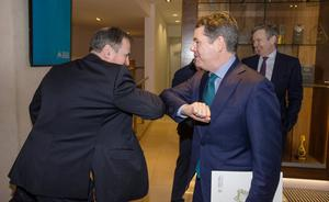 Covid-19 gets elbow: Finance Minister Paschal Donohoe is greeted by Croke Park commercial director Peter McKenna at the International Fraud Prevention Conference yesterday. Photo: Mark Condren