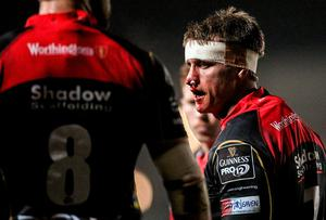Nic Cudd, Newport Gwent Dragons, returns to play after receiving treatment for a blood injury. Guinness PRO12, Round 8, Newport Gwent Dragons v Munster, Rodney Parade, Newport, Wales. Picture credit: Steve Pope / SPORTSFILE
