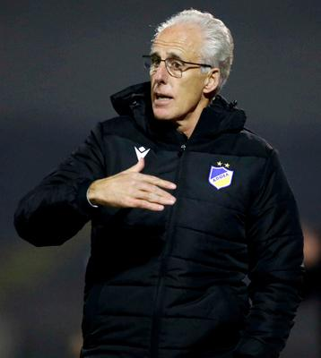 Mick McCarthy giving instructions from the sideline during APOEL Nicosia's 2-1 loss to Doxa in the Cypriot league last night. Photo: Sportsfile
