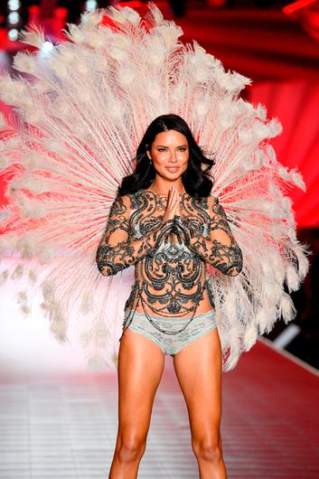 Adriana Lima walks the runway during the 2018 Victoria's Secret Fashion Show at Pier 94 on November 8, 2018 in New York City.  (Photo by Dimitrios Kambouris/Getty Images for Victoria's Secret)