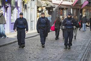 Members of the Garda Public Order Unit on patrol in Temple Bar yesterday amid concerns over the spread of Covid-19. Picture: Arthur Carron.