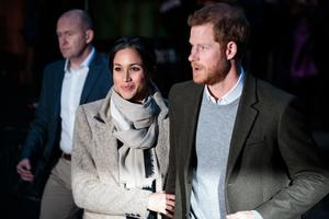 LONDON, ENGLAND - JANUARY 09: Prince Harry and Meghan Markle visit Reprezent 107.3FM on January 9, 2018 in London, England. The Reprezent training programme was established in Peckham in 2008, in response to the alarming rise in knife crime, to help young people develop and socialise through radio. (Photo by Jack Taylor/Getty Images)