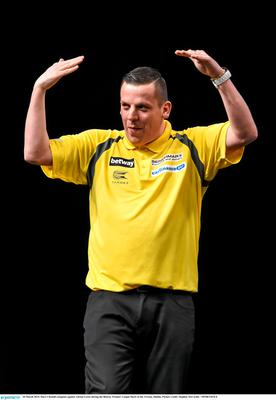 26 March 2015; Dave Chisnall competes against Adrian Lewis during the Betway Premier League Darts at the 3Arena, Dublin. Picture credit: Stephen McCarthy / SPORTSFILE