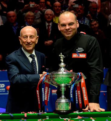 Stuart Bingham celebrates with the trophy and sponsor Fred Done after winning the final match during day seventeen of the Betfred World Championships at the Crucible Theatre, Sheffield. PRESS ASSOCIATION Photo. Picture date: Monday May 4, 2015. See PA story SNOOKER World. Photo credit should read: Anna Gowthorpe/PA Wire