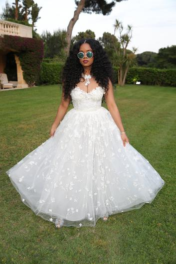 H.E.R. attends the amfAR Cannes Gala 2019 at Hotel du Cap-Eden-Roc on May 23, 2019 in Cap d'Antibes, France. (Photo by Andreas Rentz/amfAR/Getty Images for H&M / amfAR )