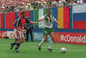 David Kelly of Ireland in action against Norway's Eirland Johnsen. World Cup USA 1994, Picture credit; David Maher / SPORTSFILE