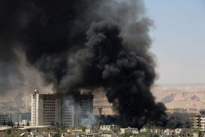 Smoke rises after what activists said were clashes between Al-Rahman corps and forces of  Syria's President Bashar al-Assad in Al-Hajez garages, near the Damascus countryside governorate building at the southern entrance to Erbeen in the eastern Damascus suburb of Ghouta May 16, 2015. The Al-Hajez garages and the area around it are under the control of forces of Syria's President Bashar Al-Assad. REUTERS/Amer Almohibany      TPX IMAGES OF THE DAY