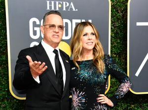 Tom Hanks (L) and Rita Wilson arrive for the 75th Golden Globe Awards on January 7, 2018, in Beverly Hills, California. / AFP PHOTO / VALERIE MACON        (Photo credit should read VALERIE MACON/AFP/Getty Images)
