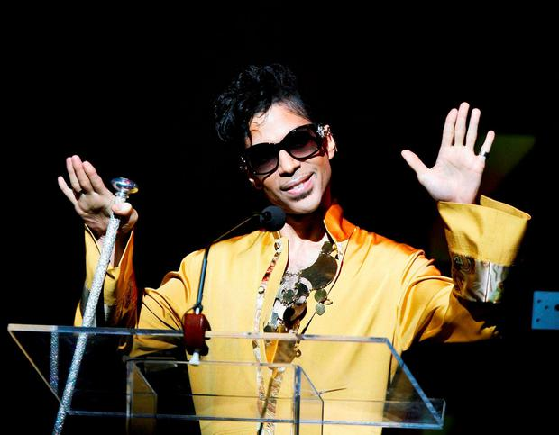 Musician Prince gestures on stage during the Apollo Theatre's 75th anniversary gala in New York, June 8, 2009.. REUTERS/Lucas Jackson/File
