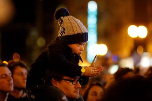 A child holds a pen during a vigil outside the Consulate General of France to pay tribute to the victims of an attack on satirical magazine Charlie Hebdo in Paris, in San Francisco, California January 7, 2015. REUTERS/Stephen Lam
