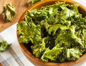 Crunchy and spicy kale crisps