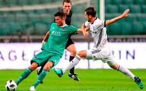 Graham Cummins is closed down quickly by Legia Warsaw's Inaki Astiz. Photo: Lukasz Grochala/Sportsfile