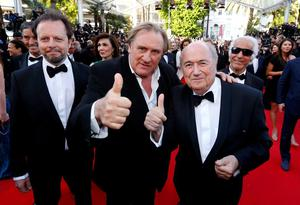 """Actor Gerard Depardieu (C), FIFA President Sepp Blatter (R) and director Frederic Auburtin pose on the red carpet for the screening of the film """"United Passions"""" at the 67th Cannes Film Festival in Cannes"""