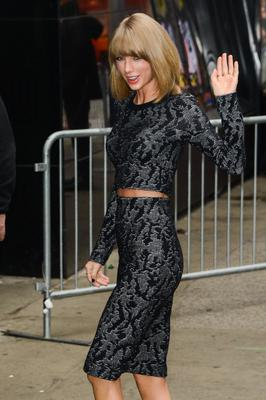 "Singer Taylor Swift enters the ""Good Morning America"" taping at the ABC Times Square Studios on November 11, 2014 in New York City.  (Photo by Ray Tamarra/GC Images)"