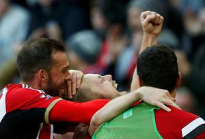 Sunderland's Sebastian Larsson (C) celebrates with teammates after scoring a goal from a free kick. Photo credit: REUTERS/Andrew Yates