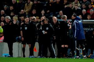 HULL, ENGLAND - MARCH 03:  Referee Mike Dean sends Gustavo Poyet the manager of Sunderland to the stands after clashing with Steve Bruce the manager of Hull City during the Barclays Premier League match between Hull City and Sunderland at the KC Stadium on March 3, 2015 in Hull, England.  (Photo by Gareth Copley/Getty Images)
