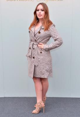 Tanya Burr attends the Burberry show during London Fashion Week Autumn/Winter 2016/17 at Kensington Gardens on February 22, 2016 in London, England.  (Photo by Anthony Harvey/Getty Images)