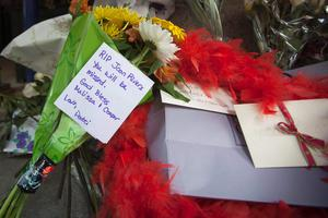 Cards and flowers, which were left in tribute as part of a makeshift memorial, sit on the steps in front of Joan Rivers' former residence in the Manhattan borough of New York September 6, 2014.  REUTERS/Carlo Allegri