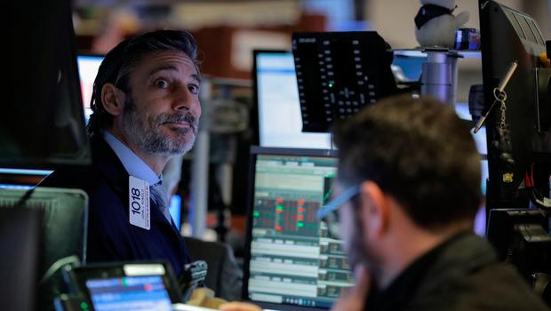 Traders work on the floor of the New York Stock Exchange (NYSE) Photo: Reuters