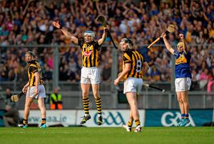 Kilkenny's Aidan Fogarty, TJ Reid and Conor Fogarty and Tipperary's Cathal Barrett show their contrasting viewpoints as John O'Dwyer's late free goes past the post in the All-Ireland hurling final at Croke Park. Photo: Piaras O Midheach / SPORTSFILE