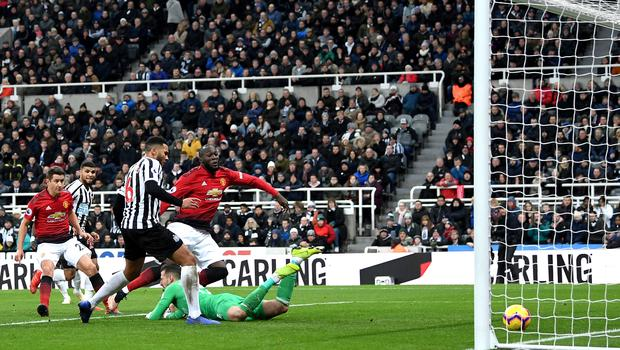 Romelu Lukaku of Manchester United scores his team's first goal during the Premier League match between Newcastle United and Manchester United (Photo by Michael Regan/Getty Images)