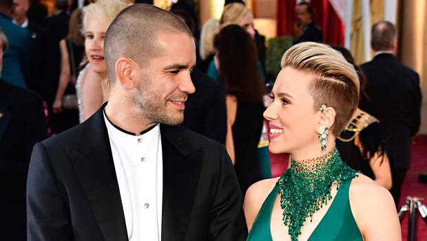 Scarlett Johansson (R) and  Romain Dauriac pose on the red carpet for the 87th Oscars on February 22, 2015 in Hollywood, California