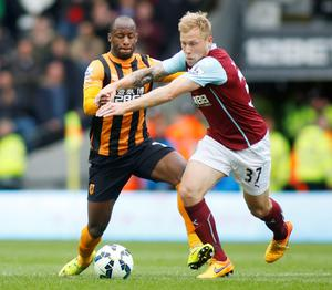 Hull City's Sone Aluko and Burnley's Scott Arfield in action